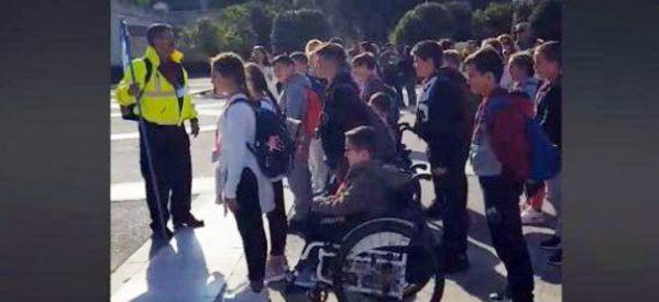 Δάσκαλος – «λοχαγός» έβαλε παιδιά Δημοτικού να «χτυπούν προσοχή» στον Άγνωστο Στρατιώτη (βίντεο)