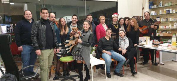 Θεσμός η εκδήλωση για τον στολισμό του χριστουγεννιάτικου δέντρου στο κτηνιατρείο της Μαρκέλας Χασιώτη