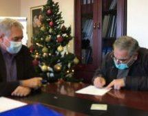 Υπέγραψε τη σύμβαση με το ΓΝ Λάρισας και εντάσσεται στο ΕΣΥ ο βουλευτής του ΚΚΕ Γιώργος Λαμπρούλης