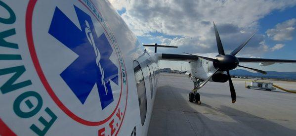 Συγκλονίζει ο Τρικαλινός Διασώστης Αεροδιακομιδών ΕΚΑΒ – Δίνει κουράγιο σε γυναίκα ασθενή με κορονοϊό δίπλα στην ειδική κάψουλα