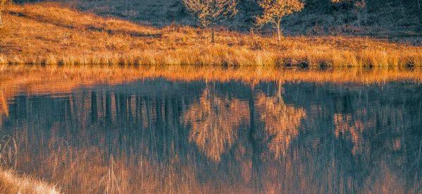 Η πανέμορφη λίμνη Λογγά στα Τρίκαλα στο χειμωνιάτικο φως του δειλινού