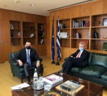 Ο Κώστας Σκρέκας με τον Αμερικανό πρέσβη Geoffrey Pyatt στο υπουργείο Περιβάλλοντος και Ενέργειας