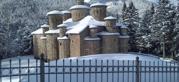 Μαγευτική εικόνα από τον ναό του Τιμίου Σταυρού στα Δολιανά