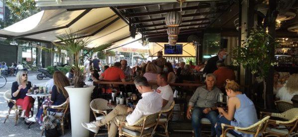 Στα Τρίκαλα γέμισαν κόσμο οι καφετέριες