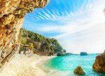"""""""Βουλιάζει"""" από τουρίστες η Μαγνησία"""