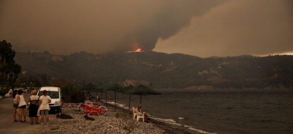 Φωτιά Εύβοια: Δραματική έκκληση κατοίκου από το Πευκί – «Σας παρακαλώ βοηθήστε – Καιγόμαστε – Μας έχουν αφήσει στο έλεος του Θεού»