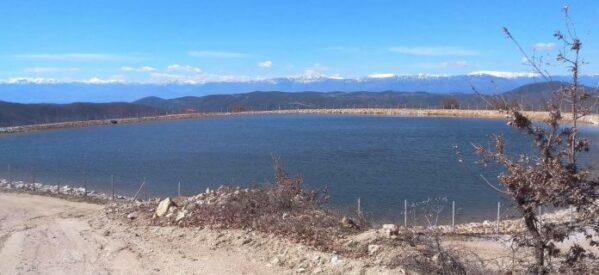 Η λιμνοδεξαμενή Ζαγορίτη στην Αγρελιά, που ελέω της «έξυπνης» δημοτικής αρχής έμελλε να αποτελέσει ένα ακόμη «κολοβό» έργο.