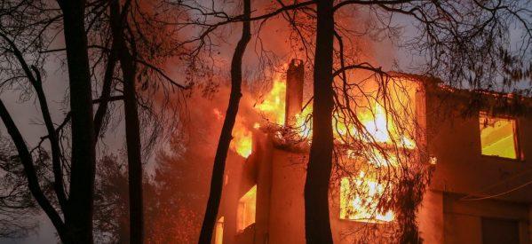 Ώρες αγωνίας για τους κατοίκους στις φλεγόμενες περιοχές • Συνεχείς οι αναζωπυρώσεις, ανυπολόγιστες οι καταστροφές
