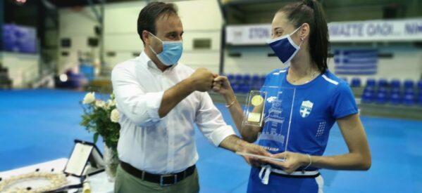 Το χρυσό μετάλλιο του Δήμου Τρικκαίων στην Ολυμπιονίκη Φένια Τζέλη